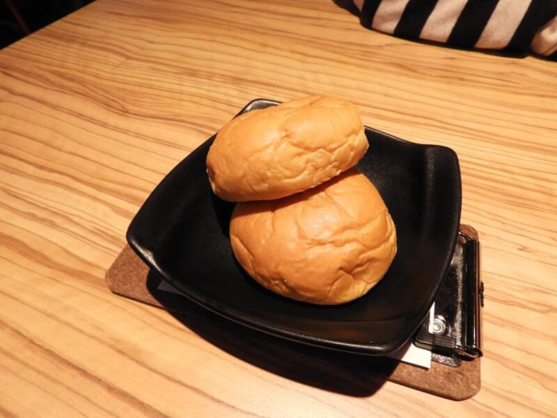 孫東寶牛排很有名的餐包
