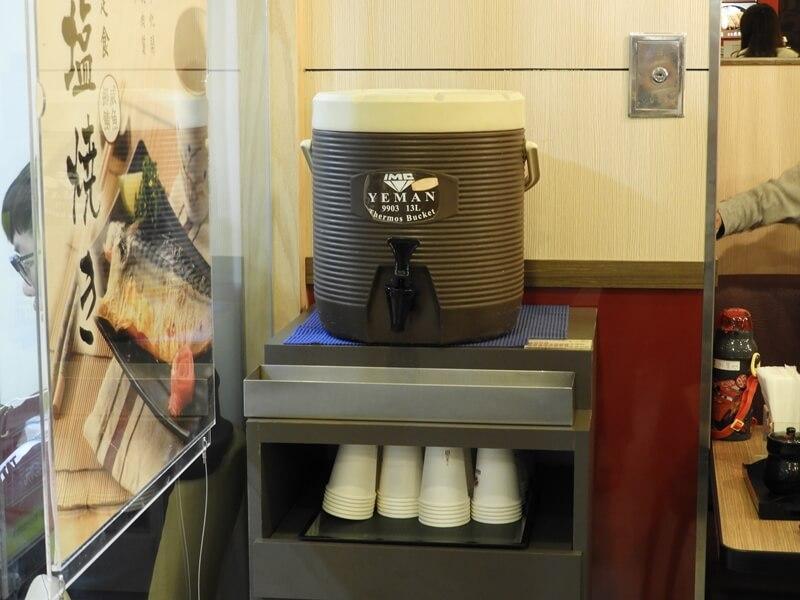 福勝亭中山店的紅茶桶