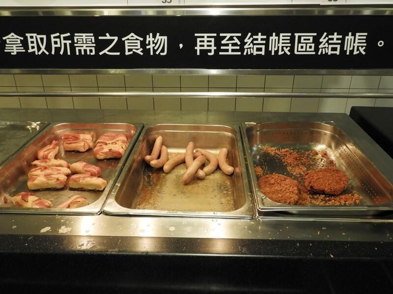 炸雞塊、香腸、培根