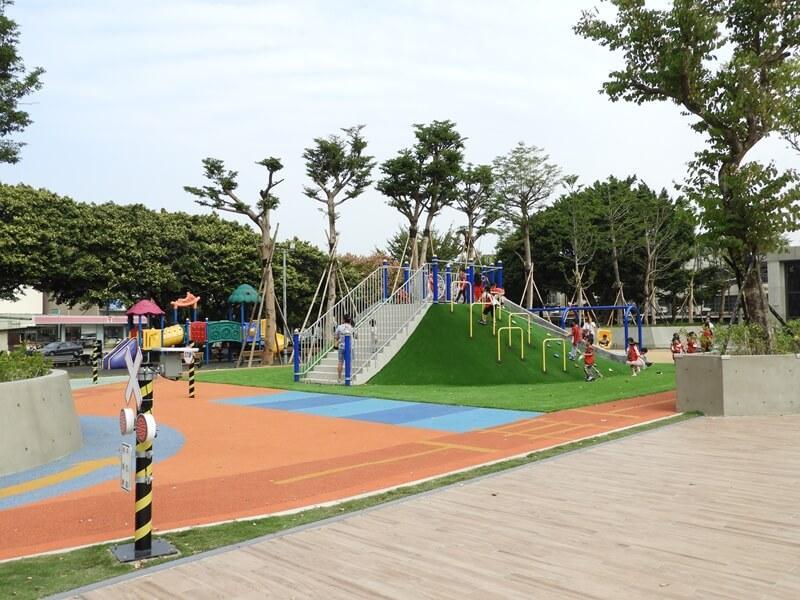 兒童攀爬坡及兒童駕駛訓練場