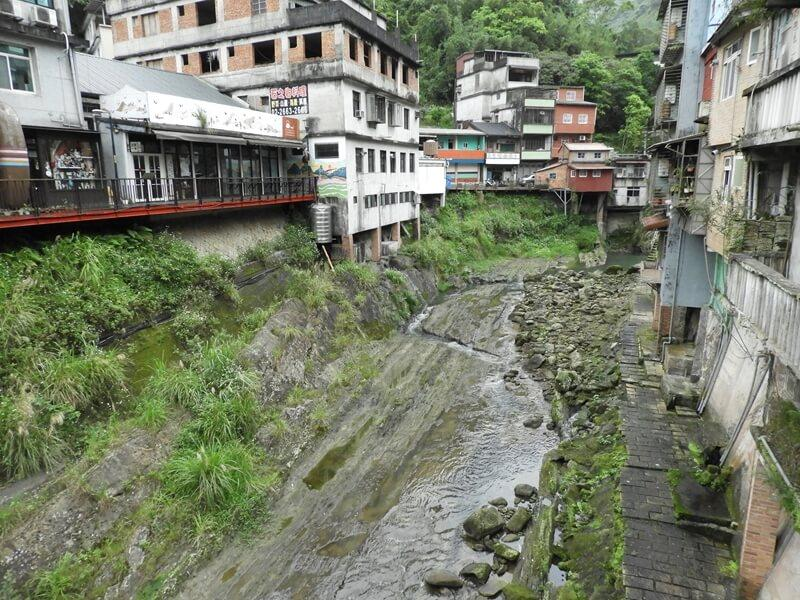 東街旁的崩山溪