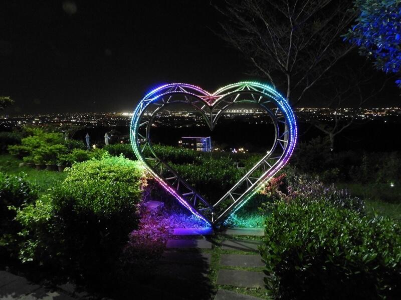 開了燈的愛心更加浪漫
